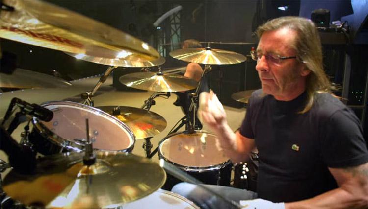 درامر AC/DC در مشهورترین گروه متال دنیا