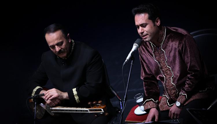 گروه وزیری با نوازندگی کیوان ساکت و خوانندگی وحید تاج روی صحنه رفت