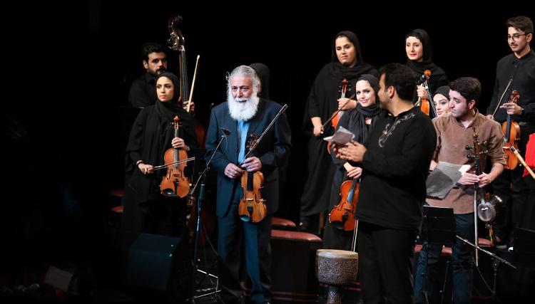 ارکستر بزرگ داتا به رهبری امیرحسین طریقت روی صحنه رفت