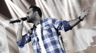 سیامک عباسی «من دیوانه نیستم» را برای نخستین بار اجرا کرد